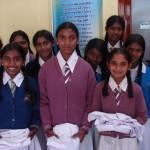 Flickor får uniformer
