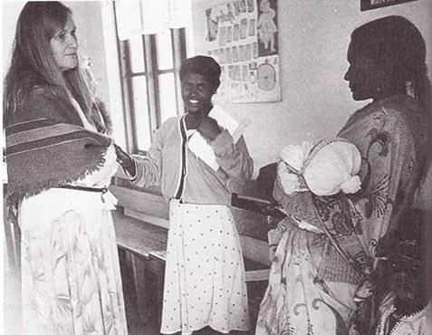 Margit samtalar med unga mödrar.