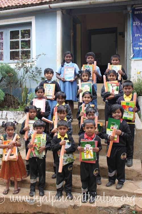 Skolstart fattiga barn på Smyrna Kotagiri Indien